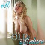 blonde cougar gros seins naturels